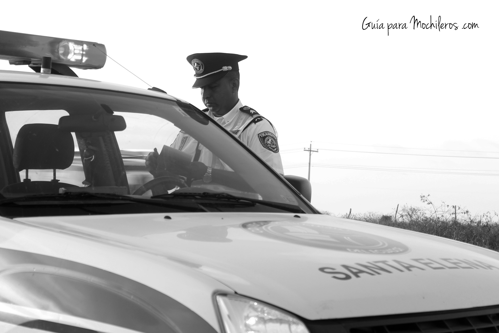 Cuando viajamos a dedo de Montañitas a Guayaquil, le pusieron una multa al conductor que nos llevó pues estaba prohibido y él aunque sabía, quiso arriesgarse