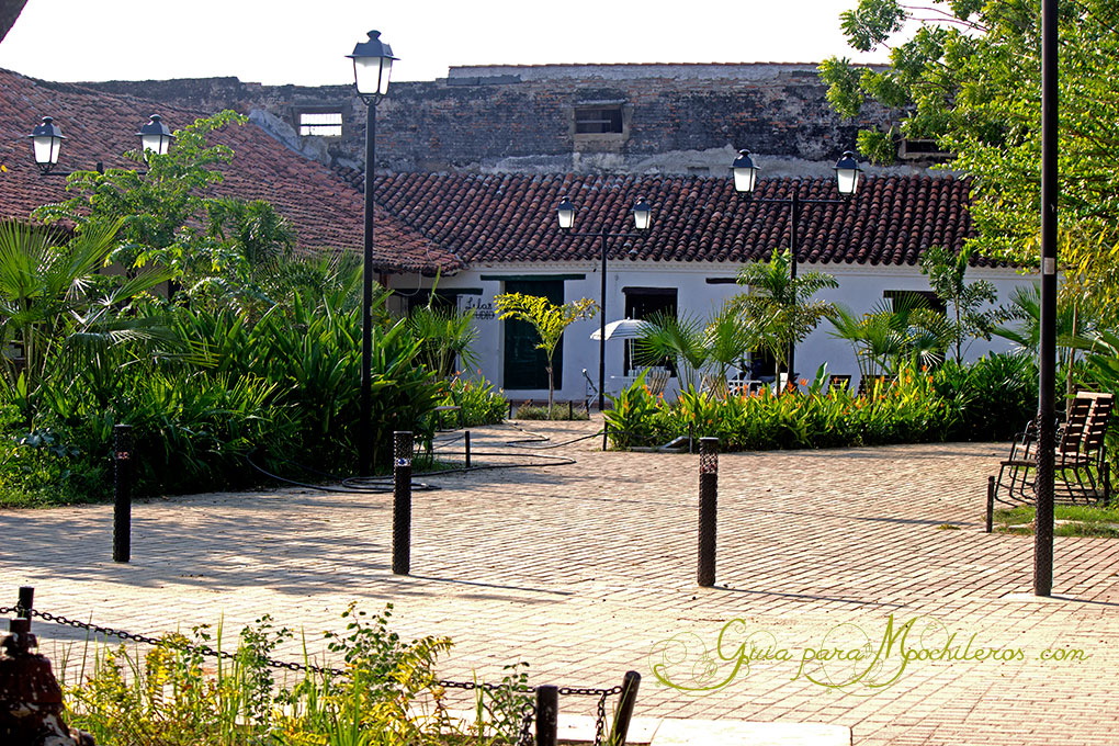 Mompox_Plaza-Santa-Barbara-lat