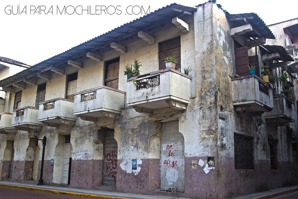 Casas coloniales sin remodelar en Panamá
