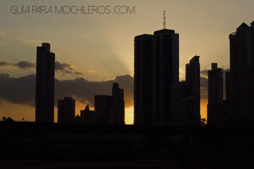 Edificios contraluz atardecer Panamá