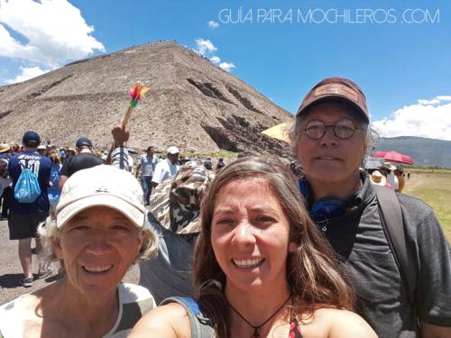 papá y mamá en teotihuacan