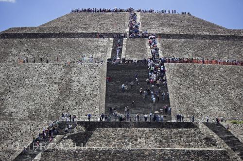piramide teotihuacan gente